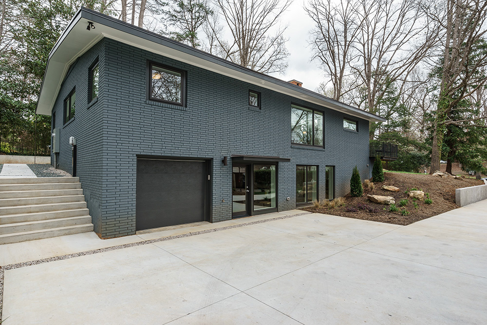 hillman real estate group - raleigh modernist home for sale - 043_Side Yard - Ocotea