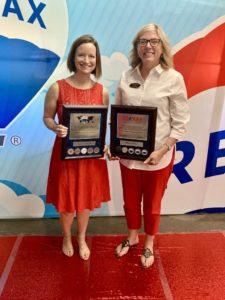 Please help us in congratulating Renee Hillman on receiving the RE/MAX Diamond Club Award and Robin Lilley on the receiving the RE/MAX Platinum Club Award.