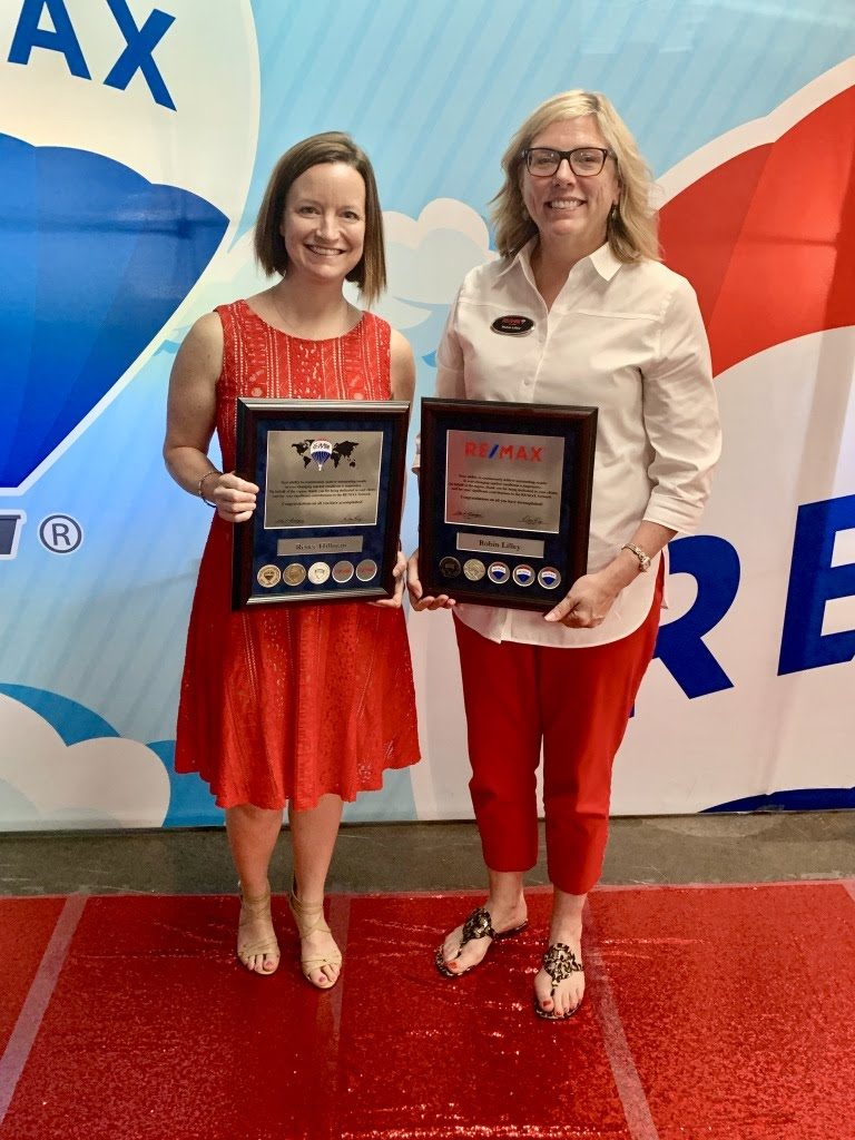 Please help us in congratulating Renee Hillman on receiving the RE/MAX Diamond Club Award and Robin Lilley on the receiving the RE/MAX Platinum Club Award.