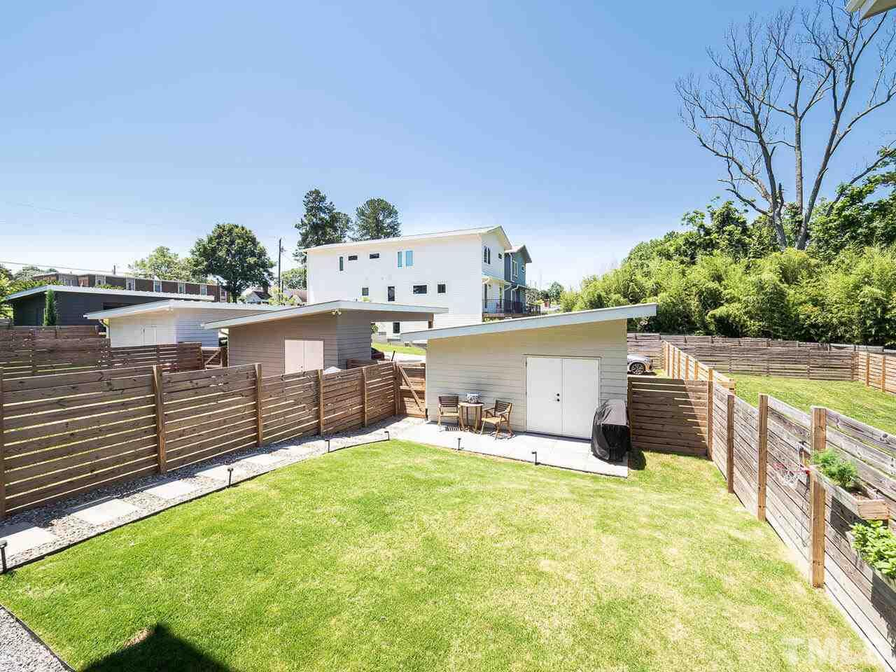 Modernist Home of the Month: 230 Powell Drive
